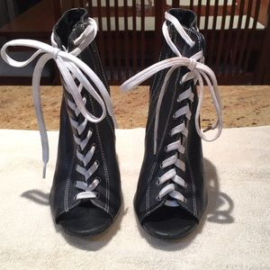 Aldo black with white piping, booties